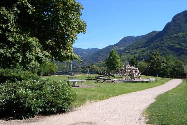 Massaggi Bolzano, per il tuo relax a Bolzano un massaggiatore per donne esperto potrà portarti a trovare il benessere a Bolzano e provincia. I massaggi tantrici, emozionali, percorsi tantra a Bolzano ti ridanno la conoscenza del tuo essere donna.